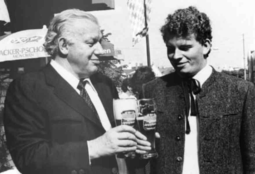 Der frühere Chef der Paulaner Brauerei Stefan Schörghuber mit Vater