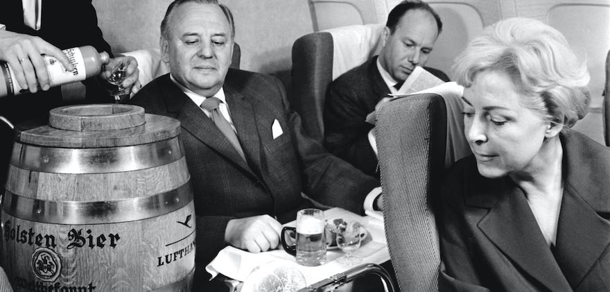Die Lufthansa servierte ihren Fluggästen in den 60er-Jahren Holsten. (Foto: Lufthansa)