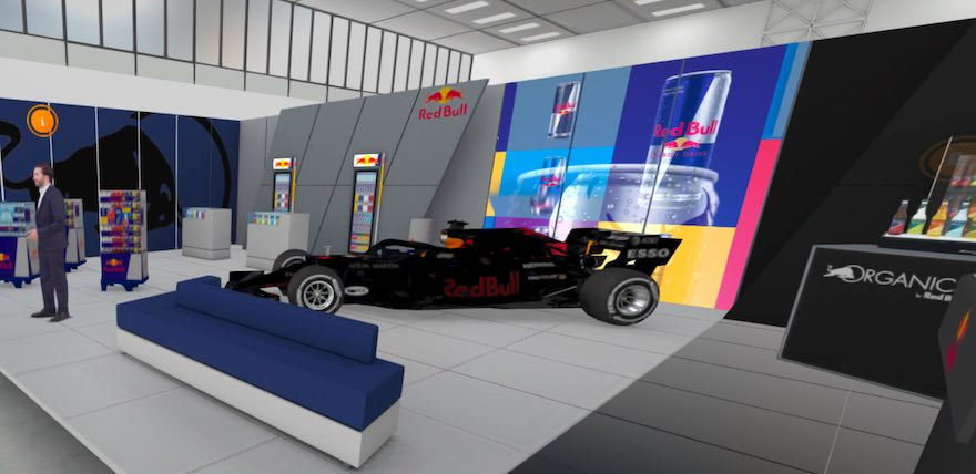 Ein Formel 1-Wagen ist der Blickfang am Red Bull-Messestand.
